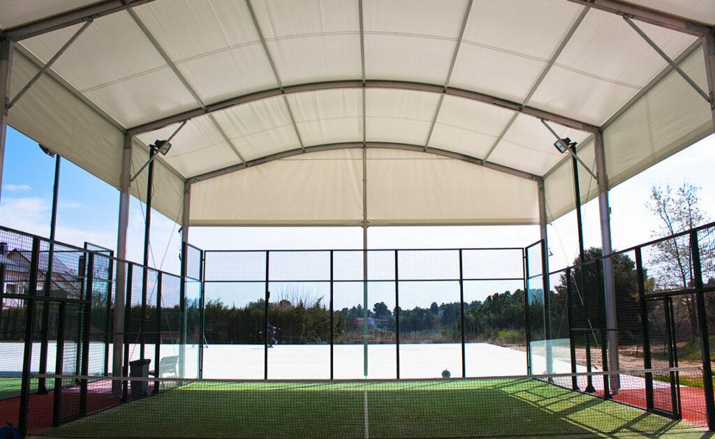 Altezza campo da padel: outdoor e indoor