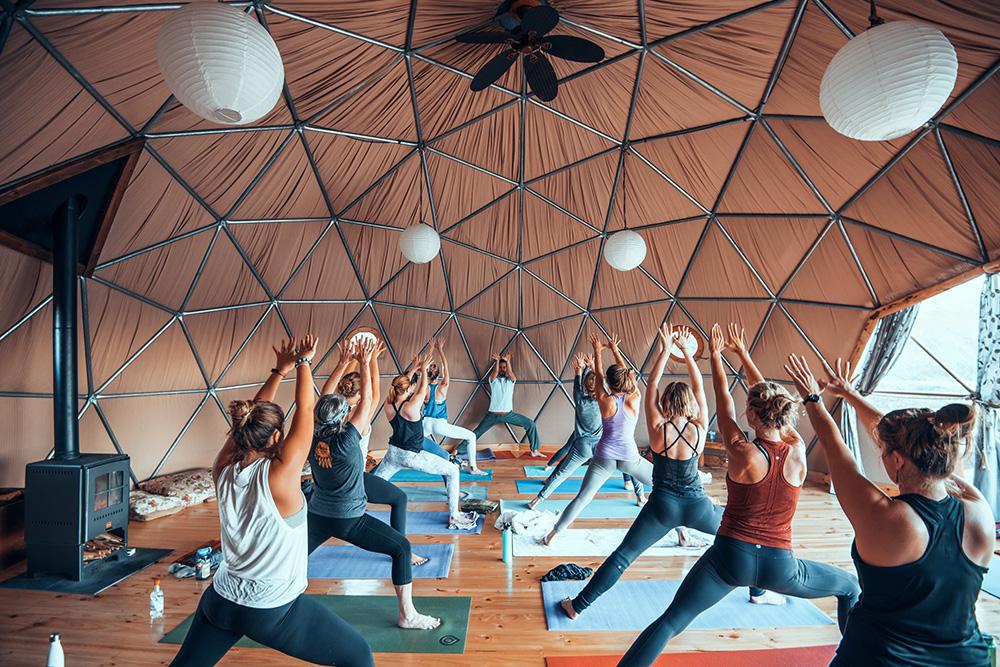 Aprire un centro yoga in cupola geodetica: come fare